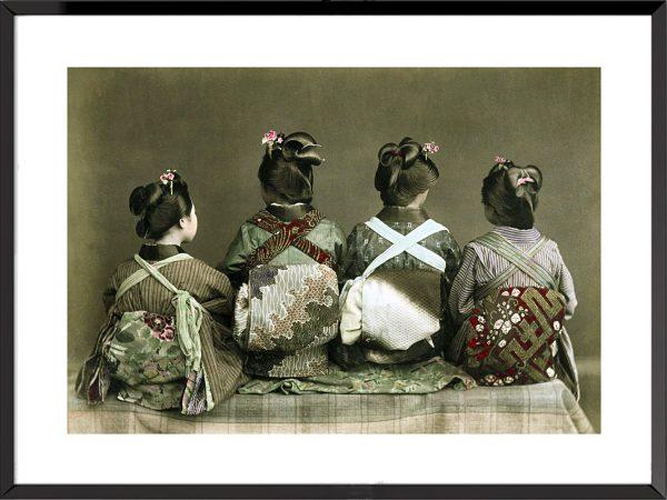 Photo Le Japon ancien, l'ère Meiji, Danseuses en kimono assises (1890)