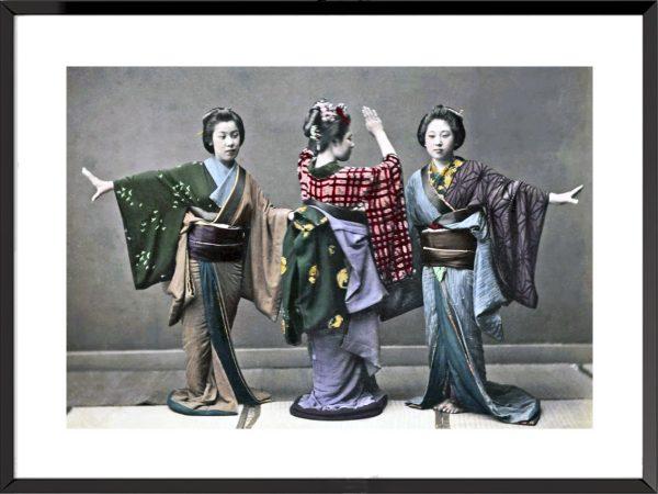 Photo Le Japon ancien, l'ère Meiji Trois danseuses en kimono