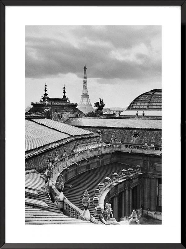 Photo La Tour Eiffel depuis les toits du Petit Palais, 1947 de René Jacques